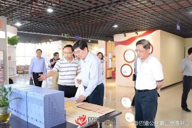上海市黄浦区区委决策咨询委员会主任潘介生一行到访我中心调研
