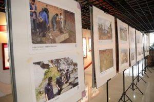 巴渝公益开展环境污染警示图片展示活动