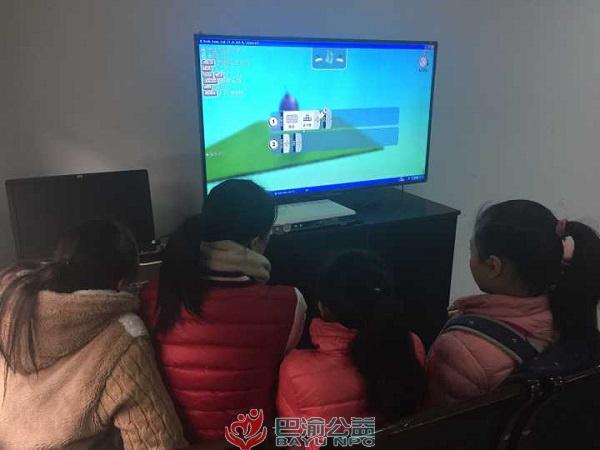 巴渝公益在人和街社区开展微软社区青年中心活动