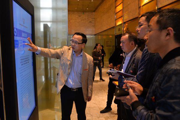 九江市浔阳区党建考察组一行到国贸中心调研