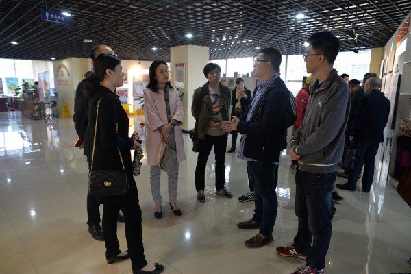 渝中区商务局党工委一行到国贸中心调研楼宇党建工作