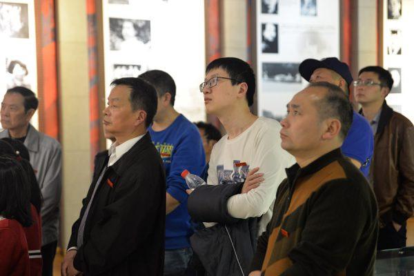 国贸中心党委清明节祭扫烈士公墓