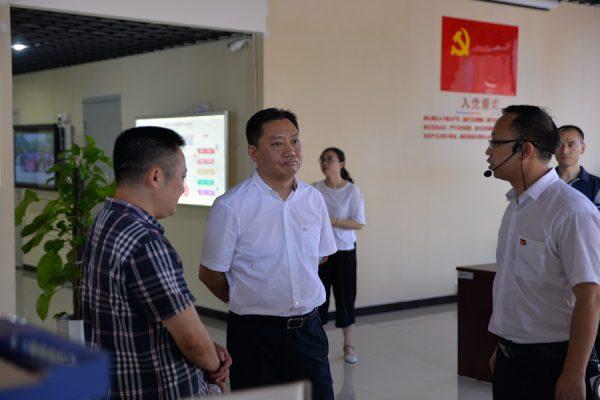 渝中区委组织部长王志宏到国贸中心调研指导工作