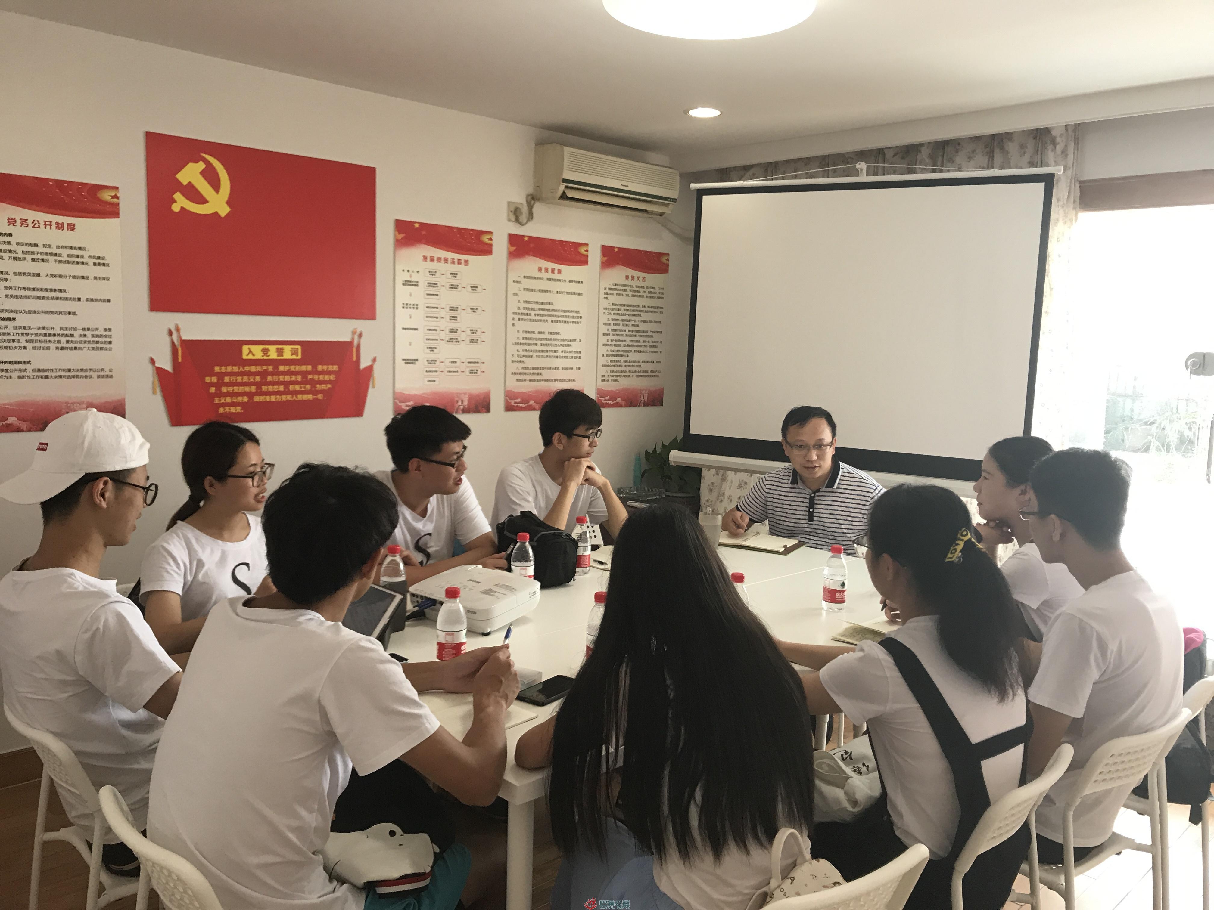 深圳大学 2017 年大学生暑期社会实践活动团队到访巴渝公益
