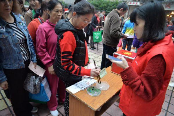 莲花池社区举行重阳节游园活动