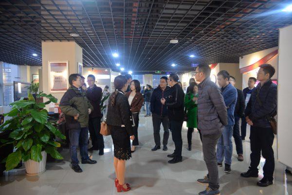 重庆新任团组织负责人走进国贸中心现场学习