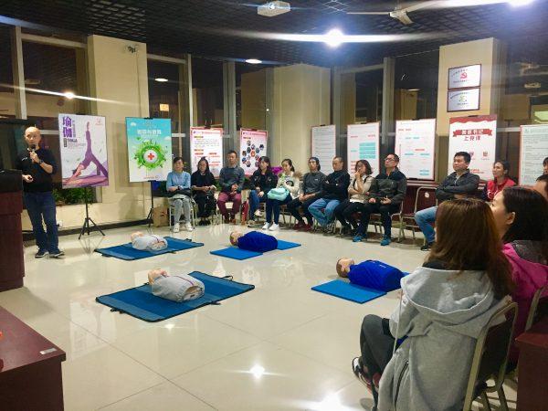重庆国际半程马拉松急救志愿者培训在国贸中心举行