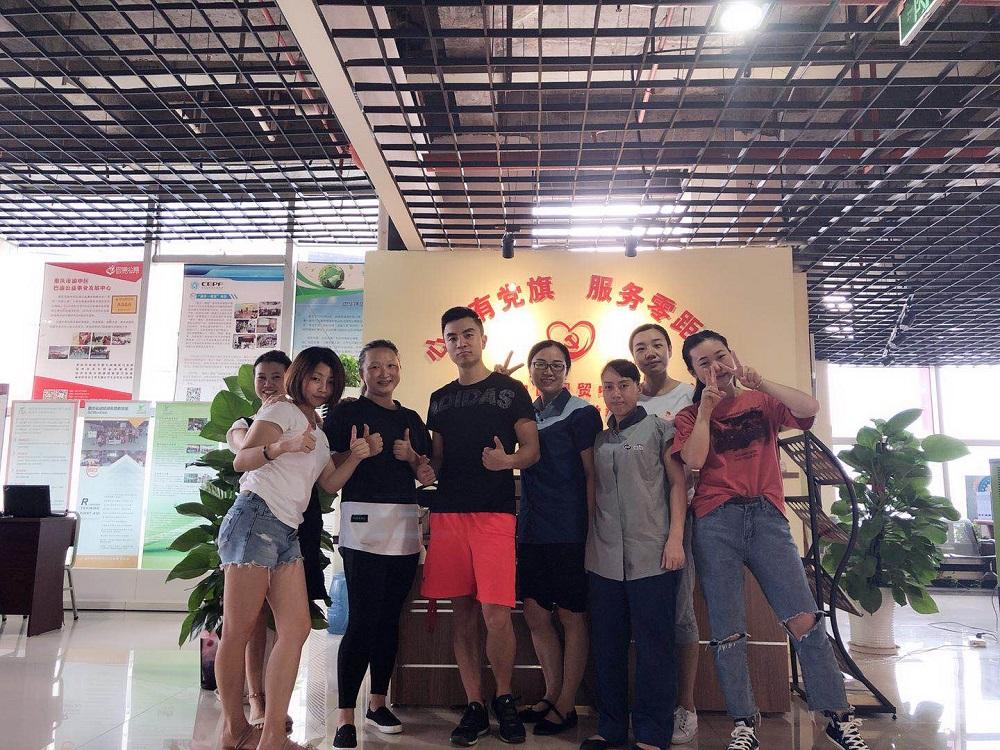 国贸中心党群服务中心联手乐刻运动开展减压健身课堂