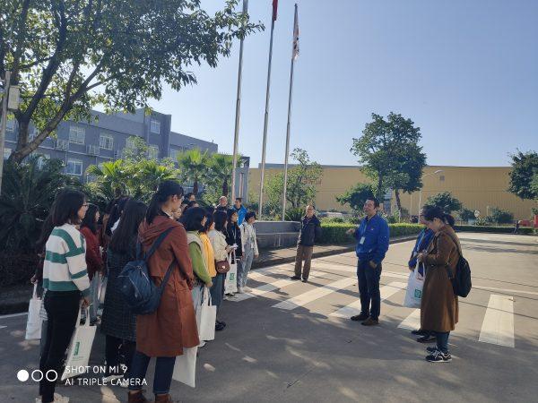 西政学子走进百事可乐重庆工厂参观环保设施
