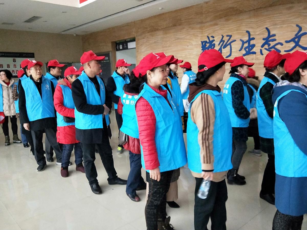 幸福社区——社区居民、银行工作人员参观沙坪坝区环境监测站