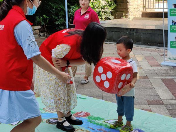 垃圾分类志愿服务活动走进两江新区金科小城故事
