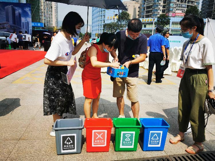 【上游新闻】你乘车的时候 也能顺便把垃圾分类知识掌握了