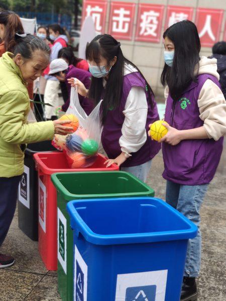 """西流沱社区开展""""垃圾分类我先行 绿色生活共分享""""三八节主题活动"""